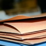 Folder reklamowy – co powinien zawierać i jak powinien wyglądać?